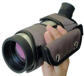 Компактную туристическую зрительную трубу легко удерживать одной рукой