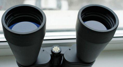 Сине-фиолетовое просветление на объективах бинокля Konus Giant 20х60