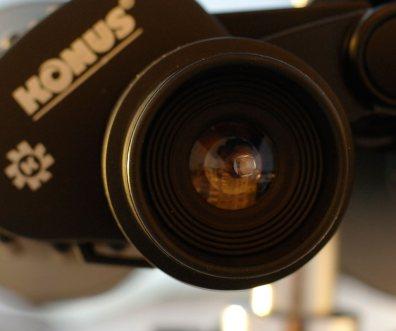 Световой диаметр окуляра бинокля Konus Giant 20х80 равен 1.6 см