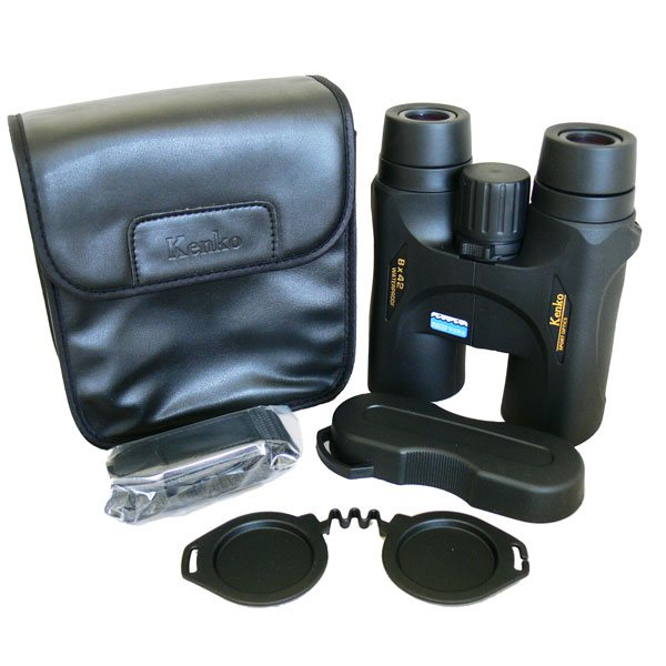 В комплект биноклей KENKO Ultra VIEW 8x42 и 10x42 DH входит чехол с покрытием под кожу
