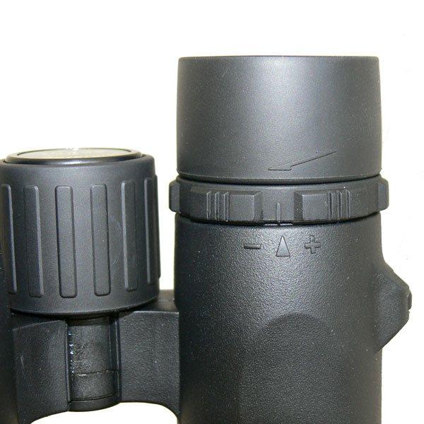 Барабан фокусировки бинокля KENKO Ultra VIEW 8x32 удобен из-за большого диаметра