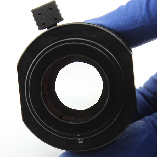 Открытая диафрагма конденсора, вид снизу