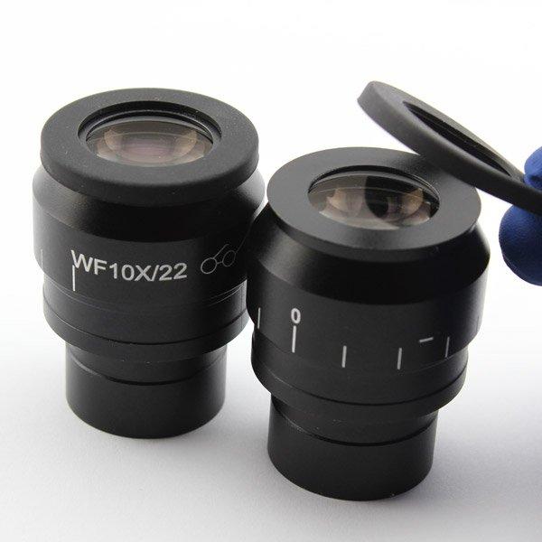 Наиболее крупные по габаритам окуляры микроскопа снабжены резиновыми наглазниками