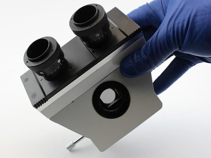 Стержень выдвинут – свет попадает в фотоканал микроскопа MB-303