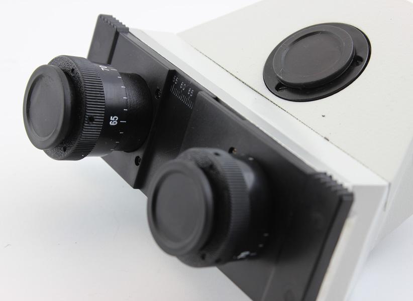Межцентровое расстояние регулируется сдвиганием-раздвиганием окулярных тубусов. Кольца диоптрийной коррекции есть на каждом окуляре