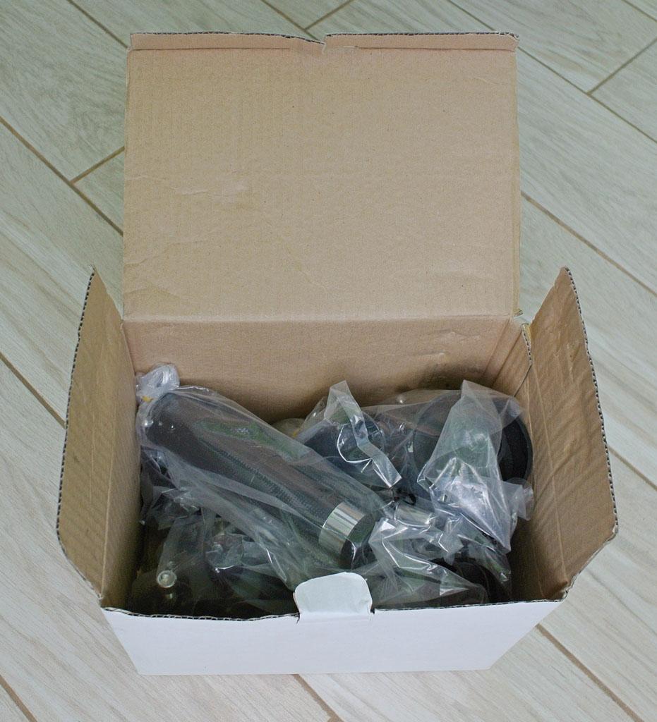 Коробка с головой телескопа, искателем и линзой Барлоу