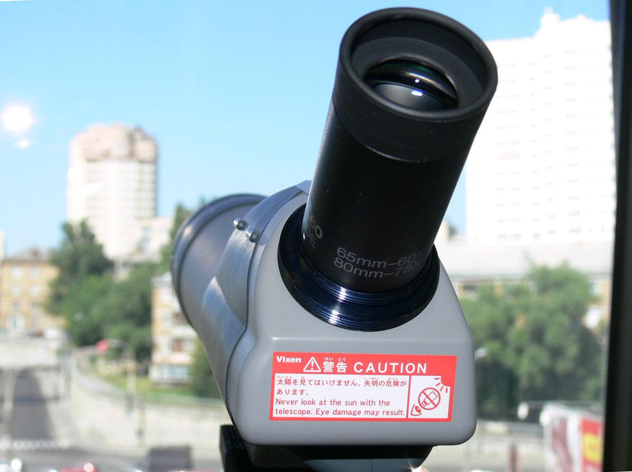 Установленный на зрительную трубу Vixen Geoma 65A окуляр 60х