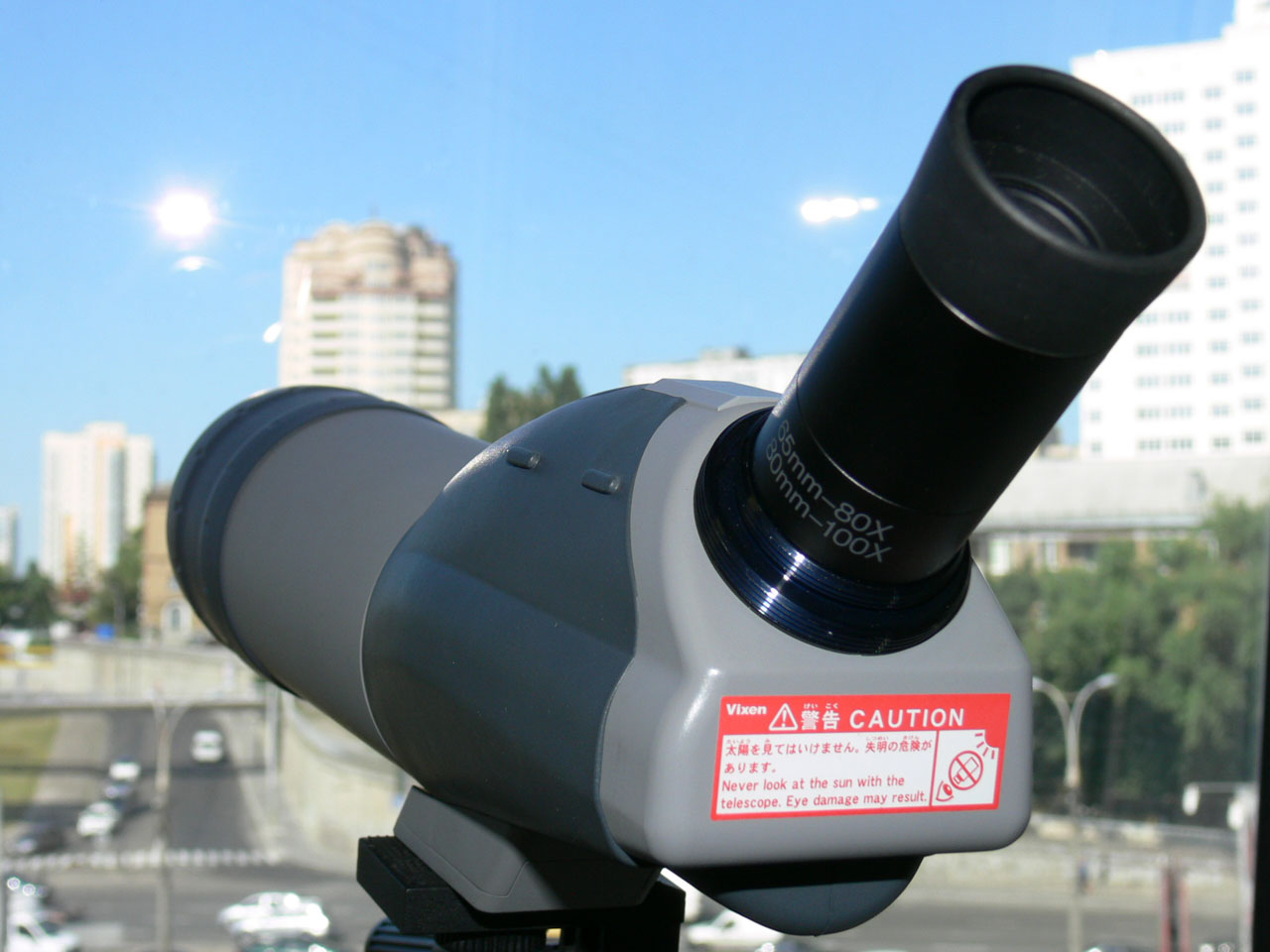 Установленный на зрительную трубу Vixen Geoma 65A окуляр 80х